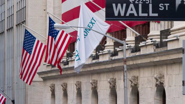 Wall_Street_-_New_York_Stock_Exchange
